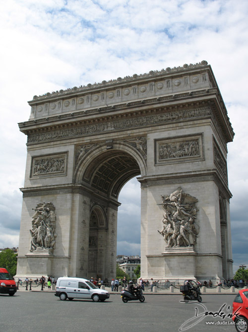 Picture of the Arc de Triomphe in Paris, France.
