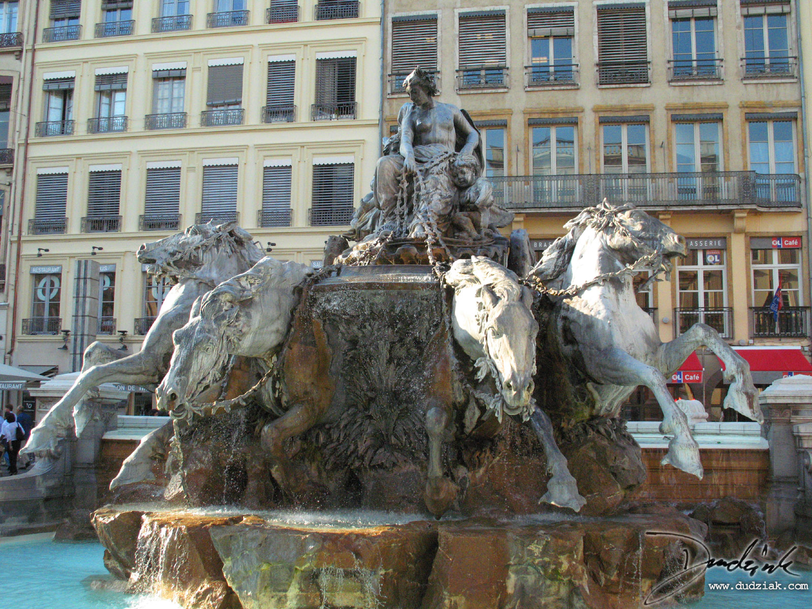 fontaine bartholdi in le place des terreaux lyon france 1600x1200. Black Bedroom Furniture Sets. Home Design Ideas