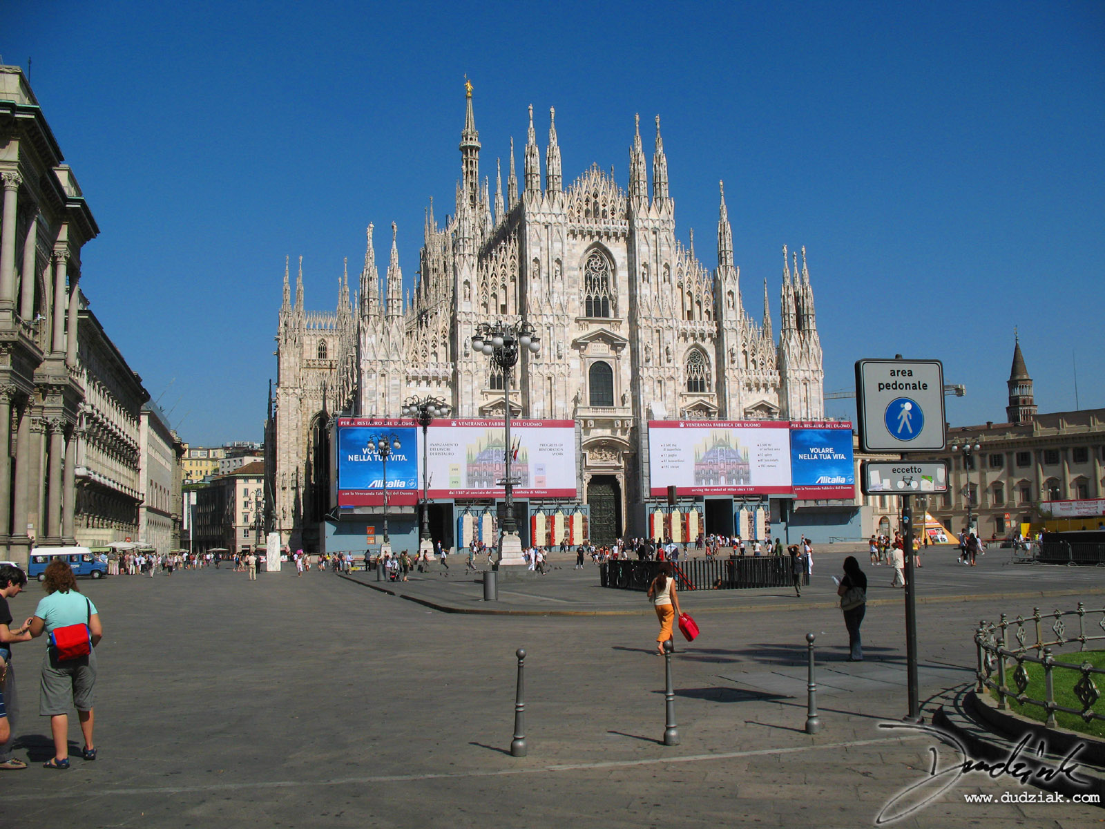 Picture of the Cathdral of Milan (Il Duomo)The world's largest gothic cathedral, and second largest cathedral in the world only to Saint Peter's in the Vatican.