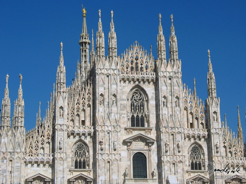 Picture of the front of the Cathedral of Milan