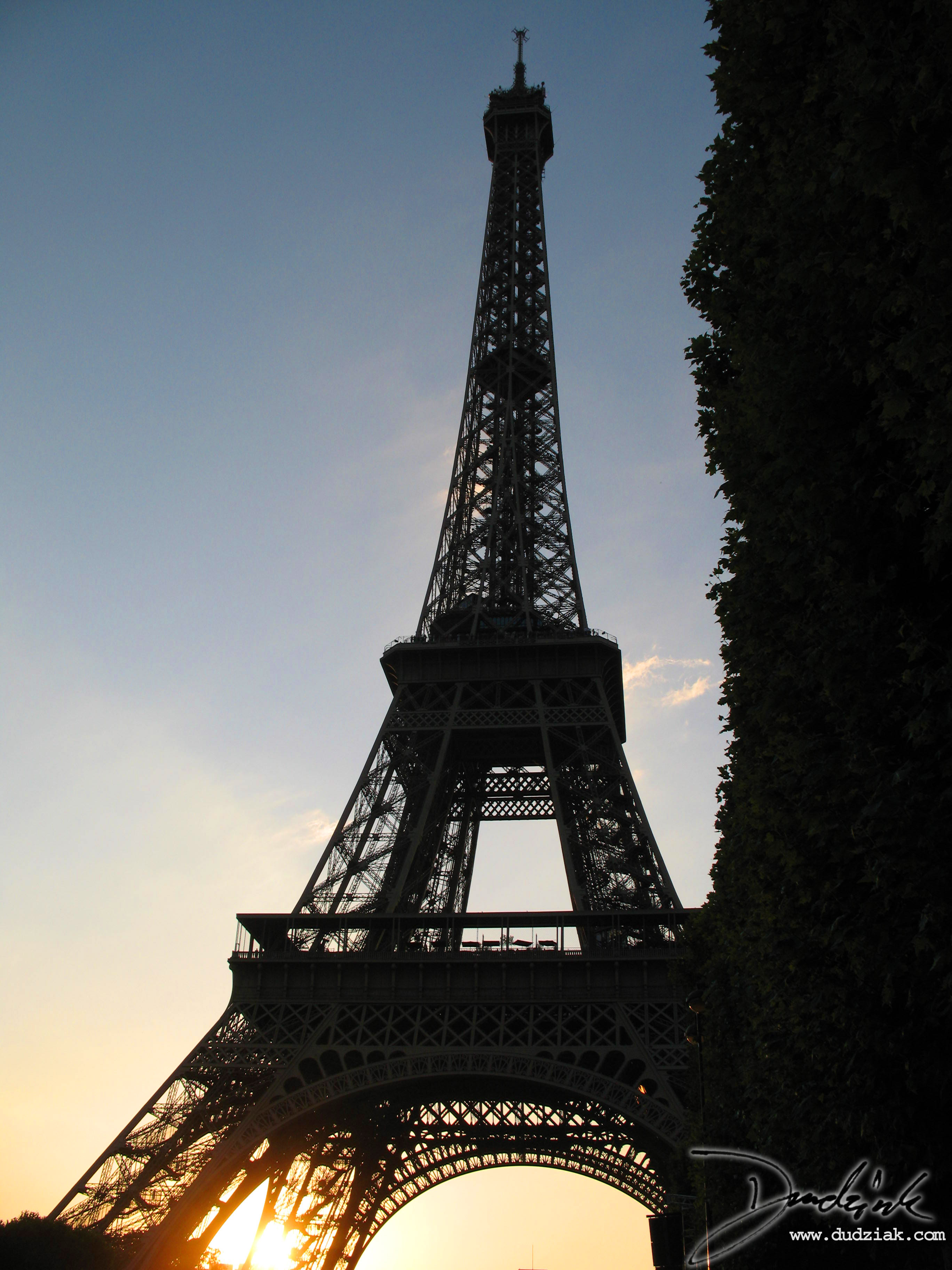 eiffel tower at sunset 2736x3648