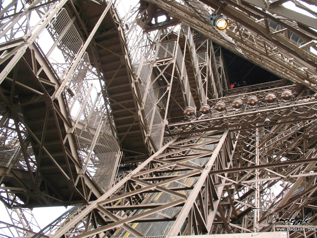 eiffel tower stairs 1024x768