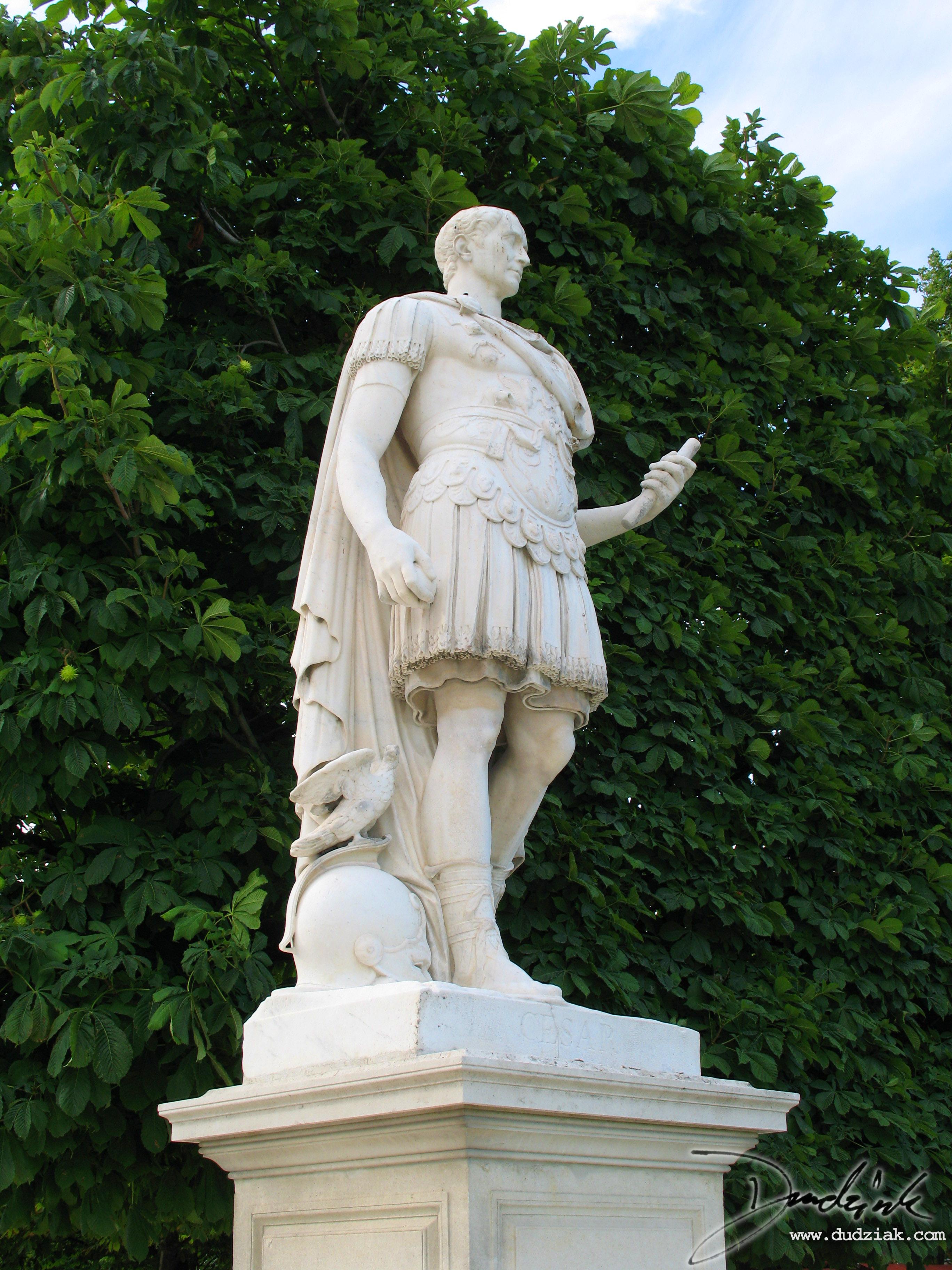 Statue of cesar louvre museum 2736x3648 - Sculpture jardin des tuileries ...