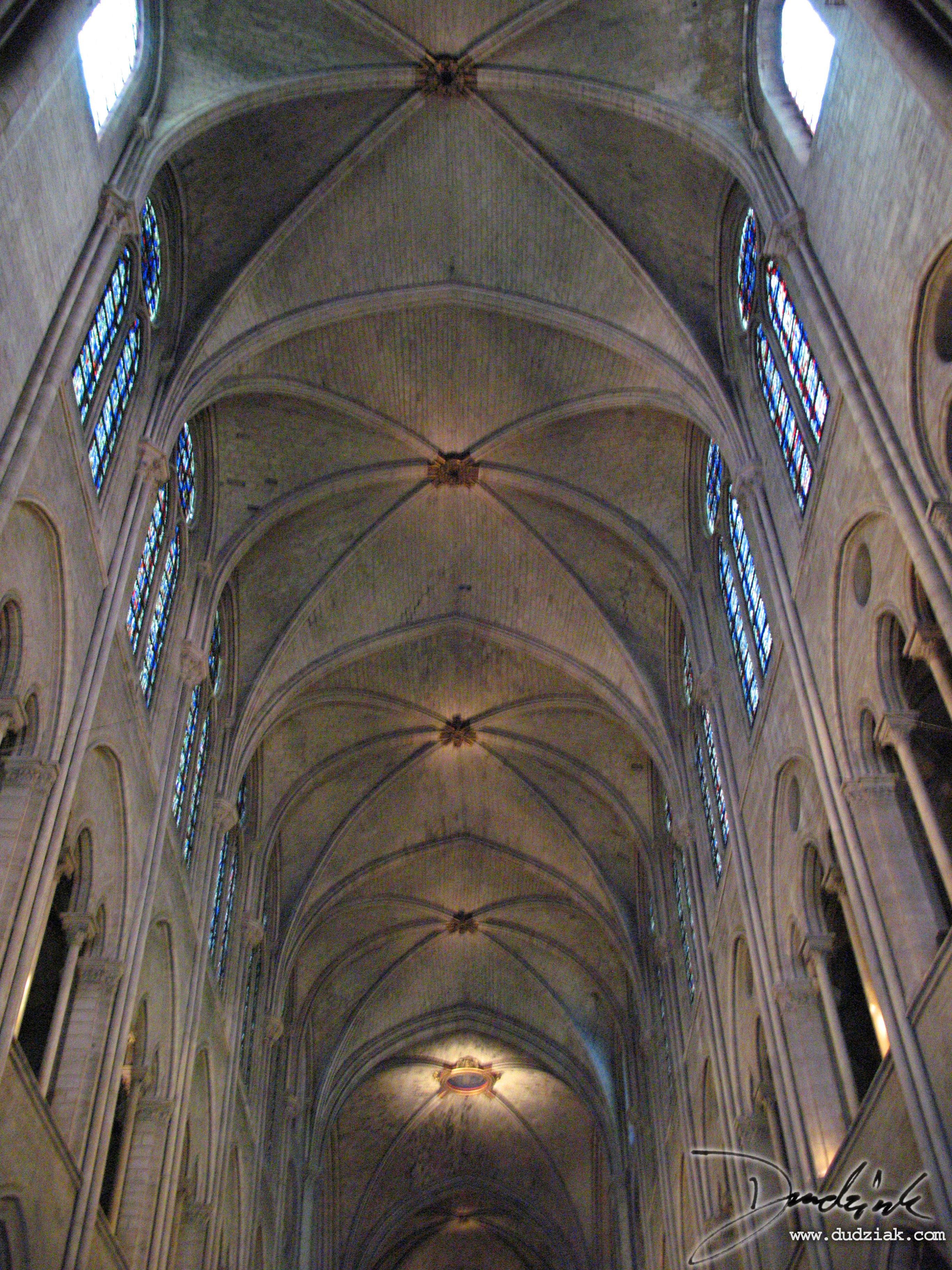 Picture of gothic arches in the Notre Dame Cahtedral in Paris.