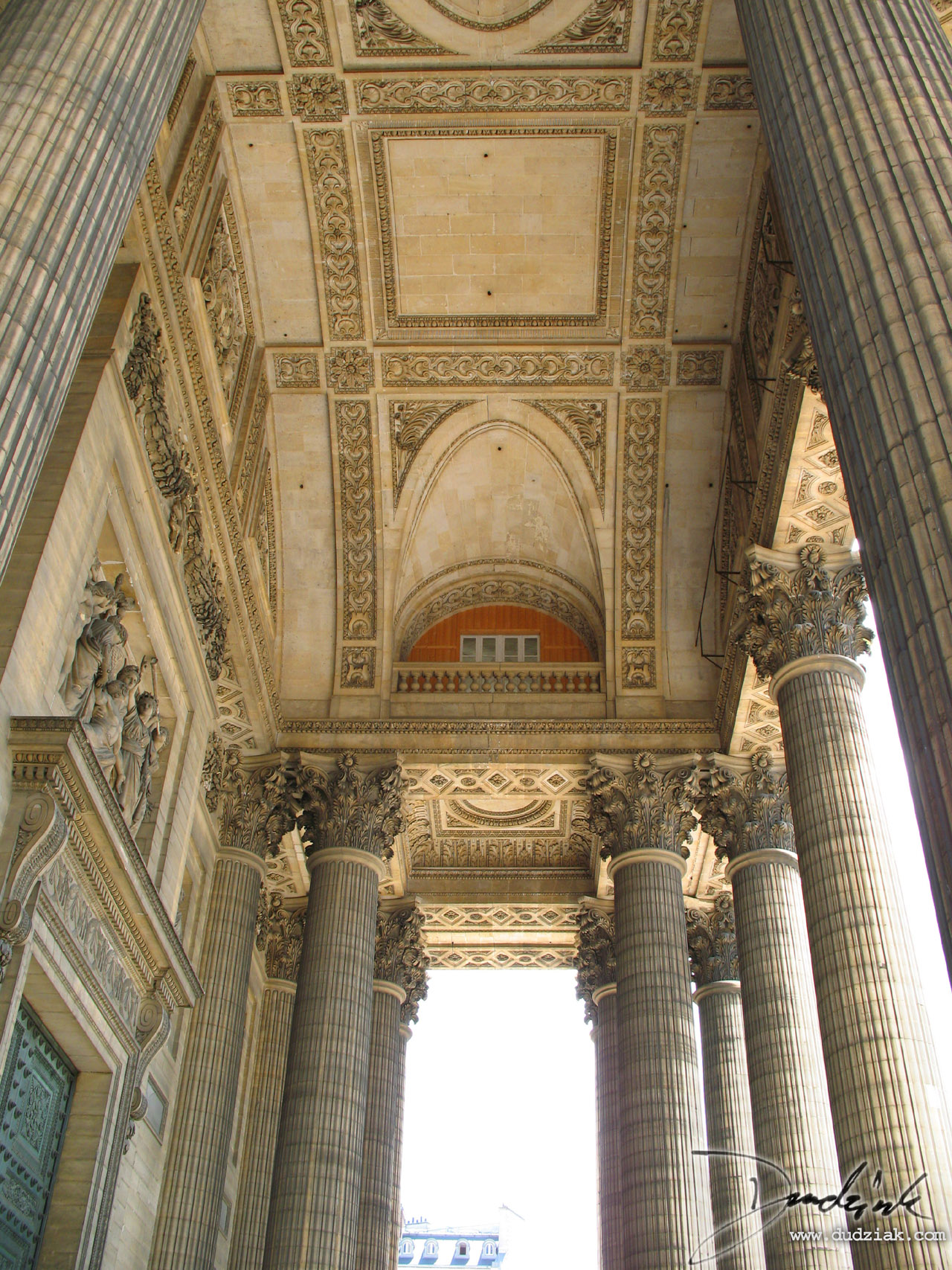 Picture of the portico of the Paris Pantheon