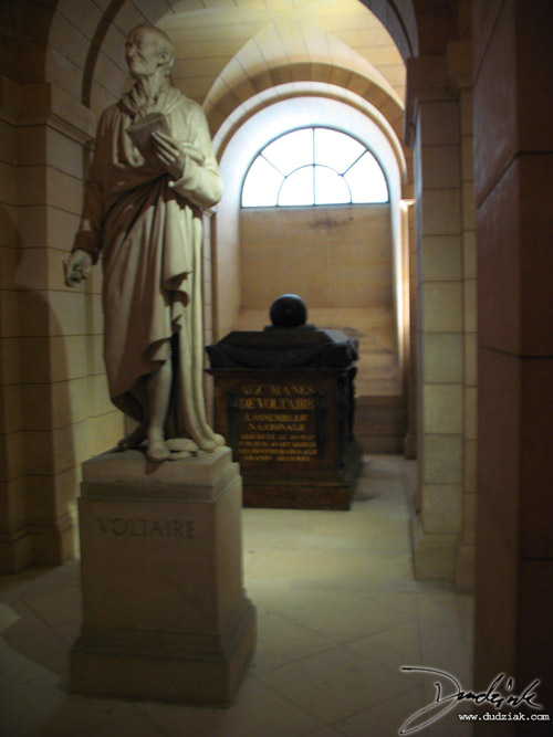 Picture of the statue of Voltaire in the Paris Pantheon.