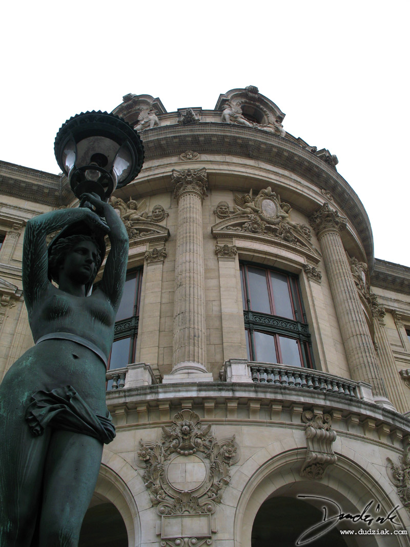 Picture of the Paris Operahouse with one of the decorative lamps surrounding the building