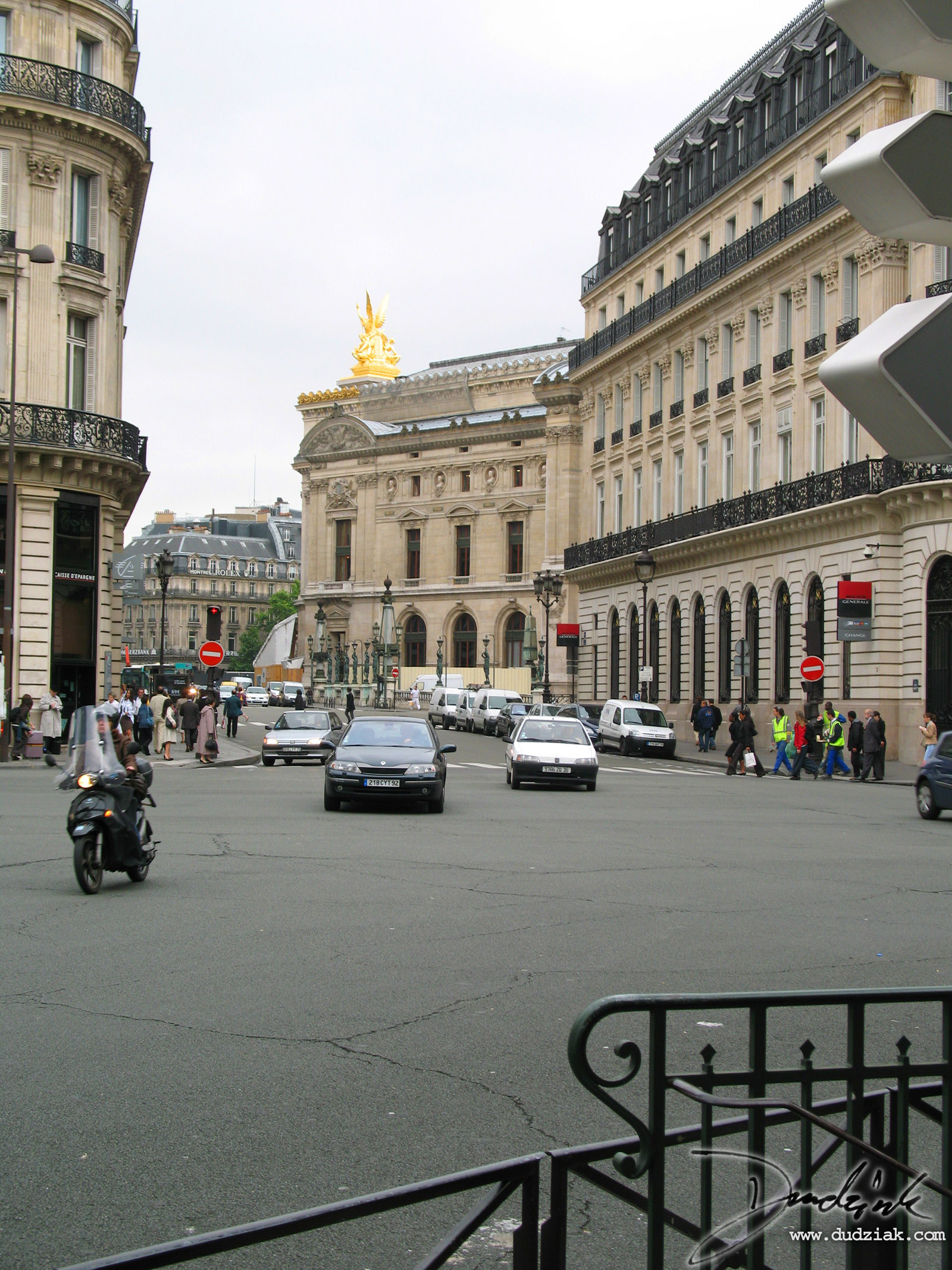Picture of the Paris Operahouse from a distance
