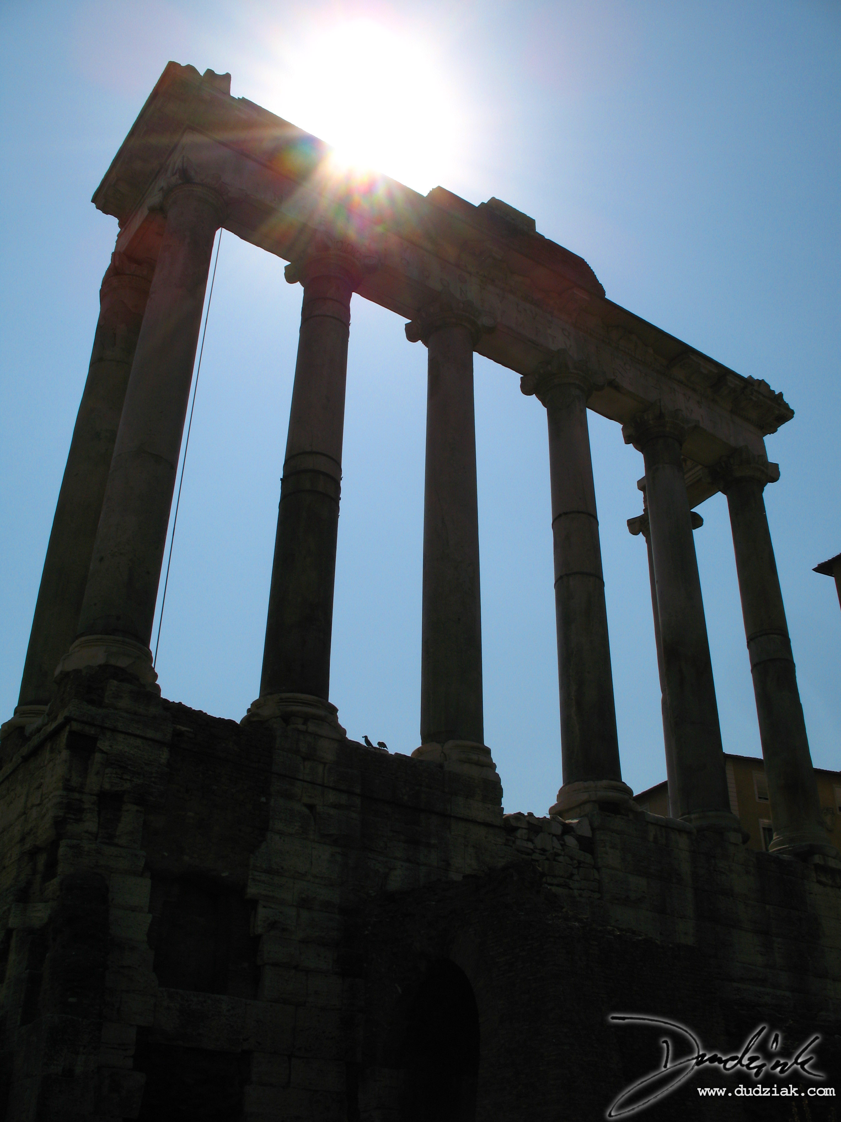 Picture of the Temple of Saturn ruins in the Roman Forum.