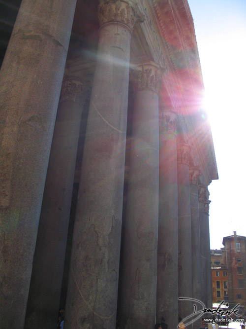 Picture of the Roman Pantheon's columns.