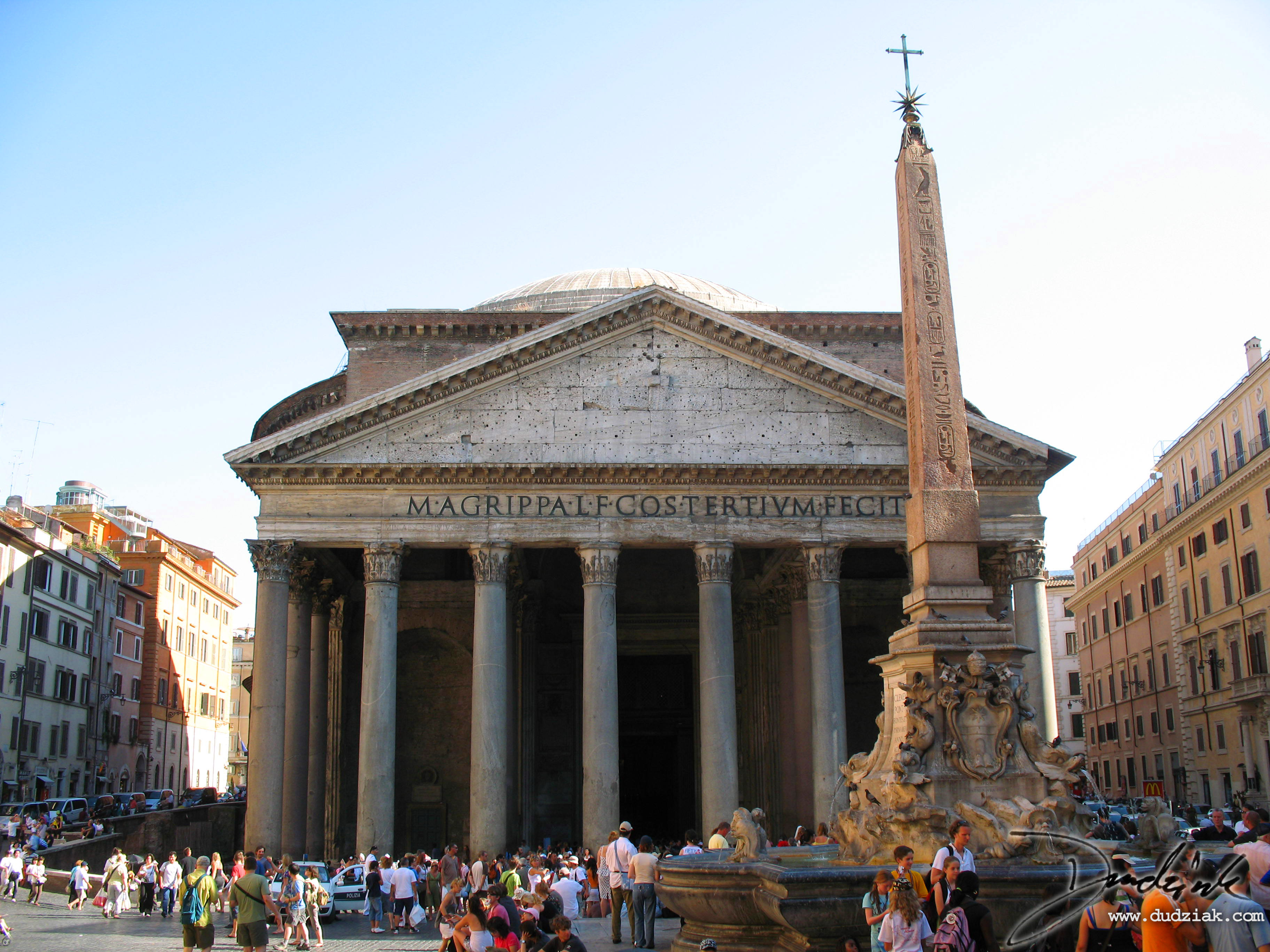 Picture of the Roman Pantheon.