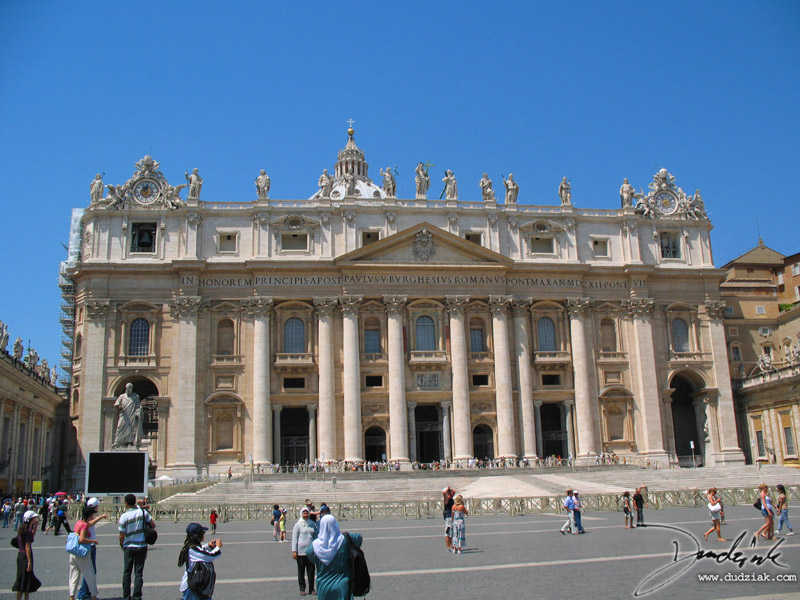Picture of Saint Peter's Basilica.