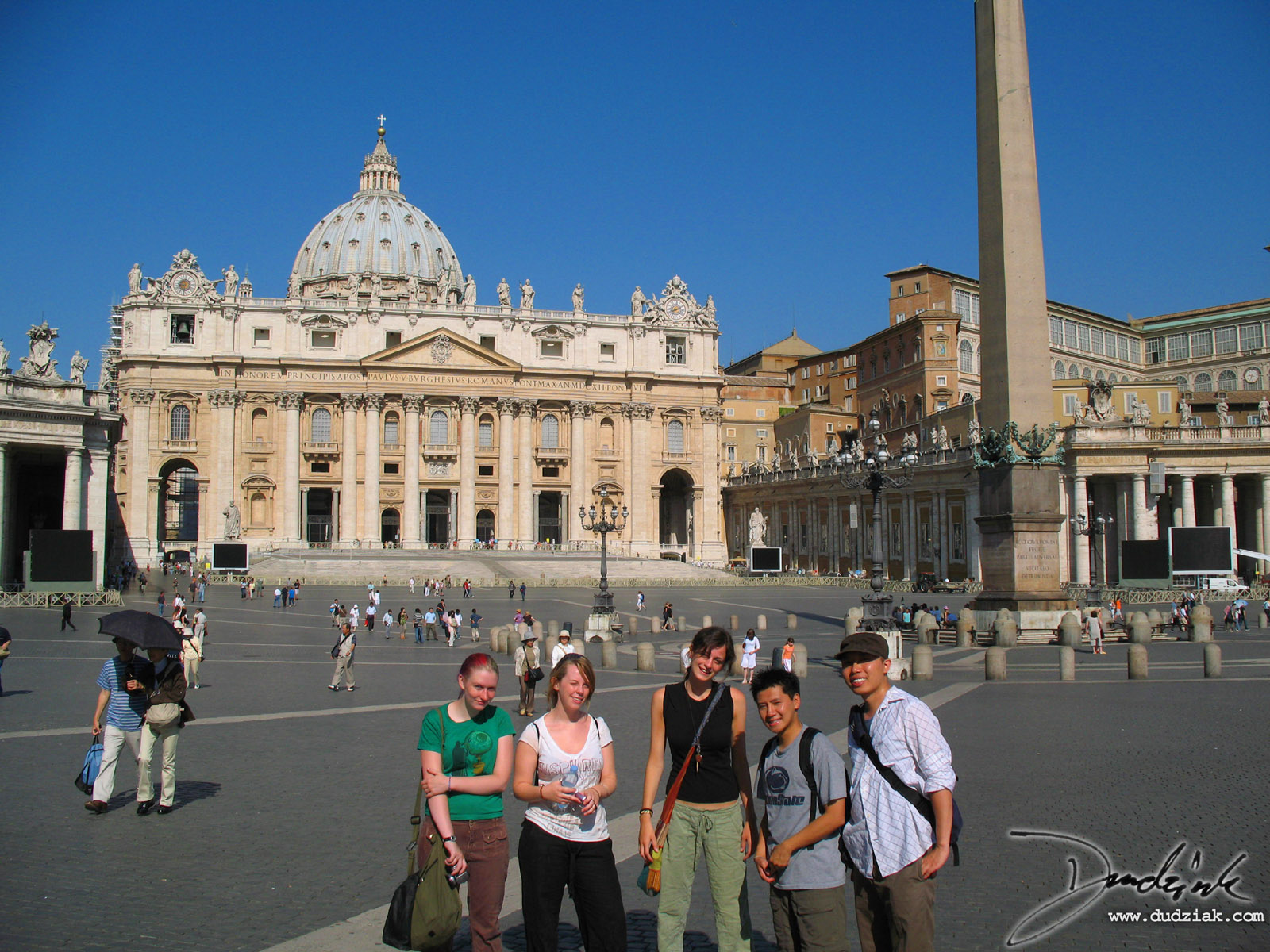 Saint Peter's Square (Piazza San Pietro) with friends.