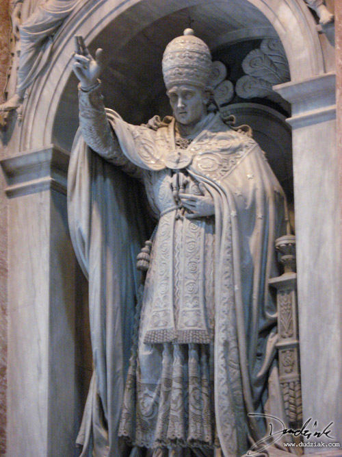Papal statue in Saint Peter's Basilica.