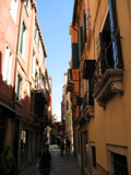 Calle Vinanti Looking East