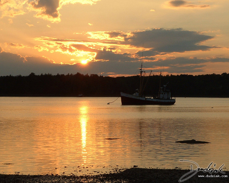 Picture of a harbor sunset in Maine.