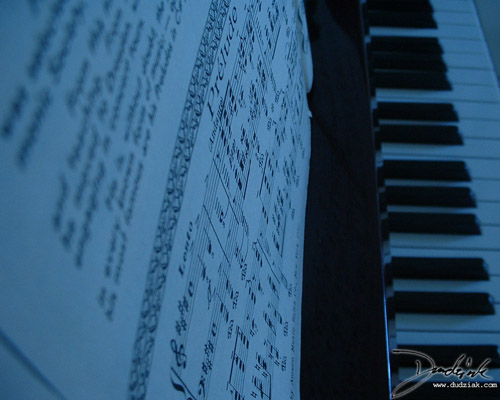 Picture of a piano and Sergei Rachmaninoff's Prélude in C# Minor.